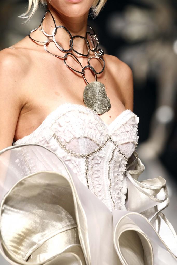 Nella foto: collier in oro realizzato da Gianni De Benedittis per Gattinoni Couture