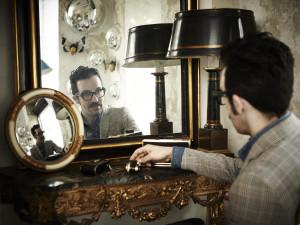 Nella foto, il designer milanese Giancarlo Petriglia
