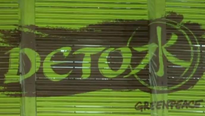 """Contaminati dalla moda: continuano le adesioni alla """"Detox Campaign"""" di Greenpeace da parte di molte case di moda"""