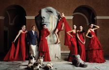 """""""Rosso Valentino"""": ecco il libro sull'Imperatore della moda"""