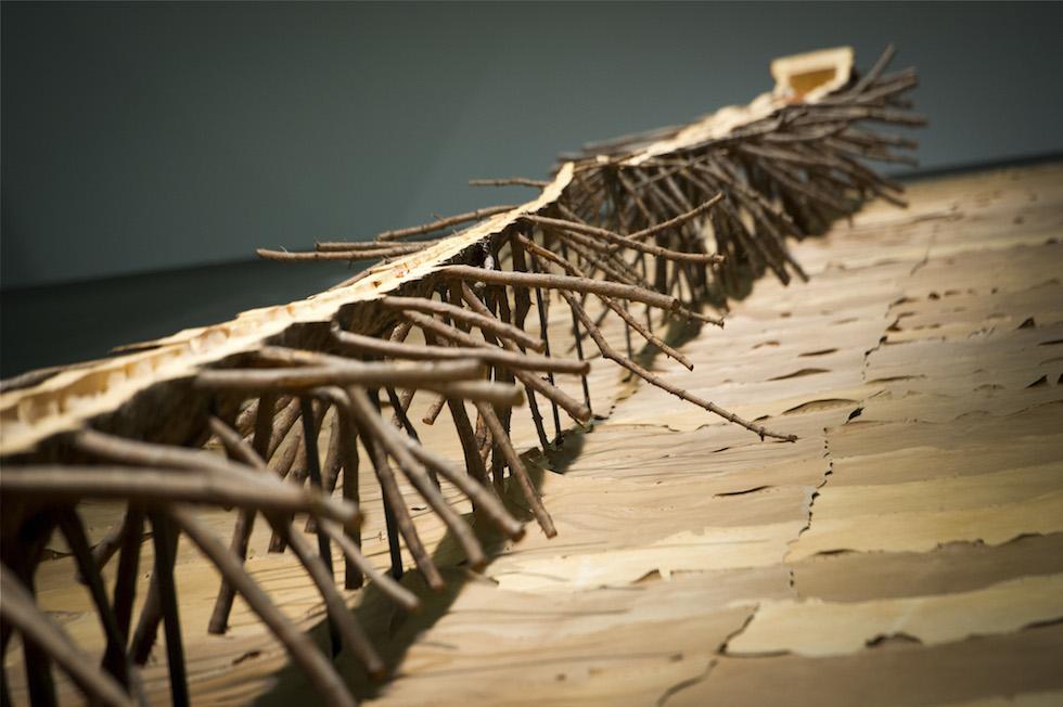 Giuseppe Penone - scultura ligneea di albero svuotato percorso da linfa