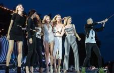 Le ragazze più cliccate del web: da sinistra Martha Hunt, Kendall Jenner, Serena Williams, Taylor Swift, Karlie Kloss, Gigi Hadid e Cara Delevingne. (Credits Getty Images)