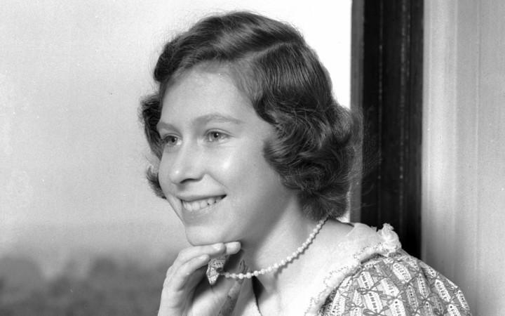 Lunga vita alla Regina: l'Inghilterra festeggia il compleanno (e lo stile) di Elisabetta II
