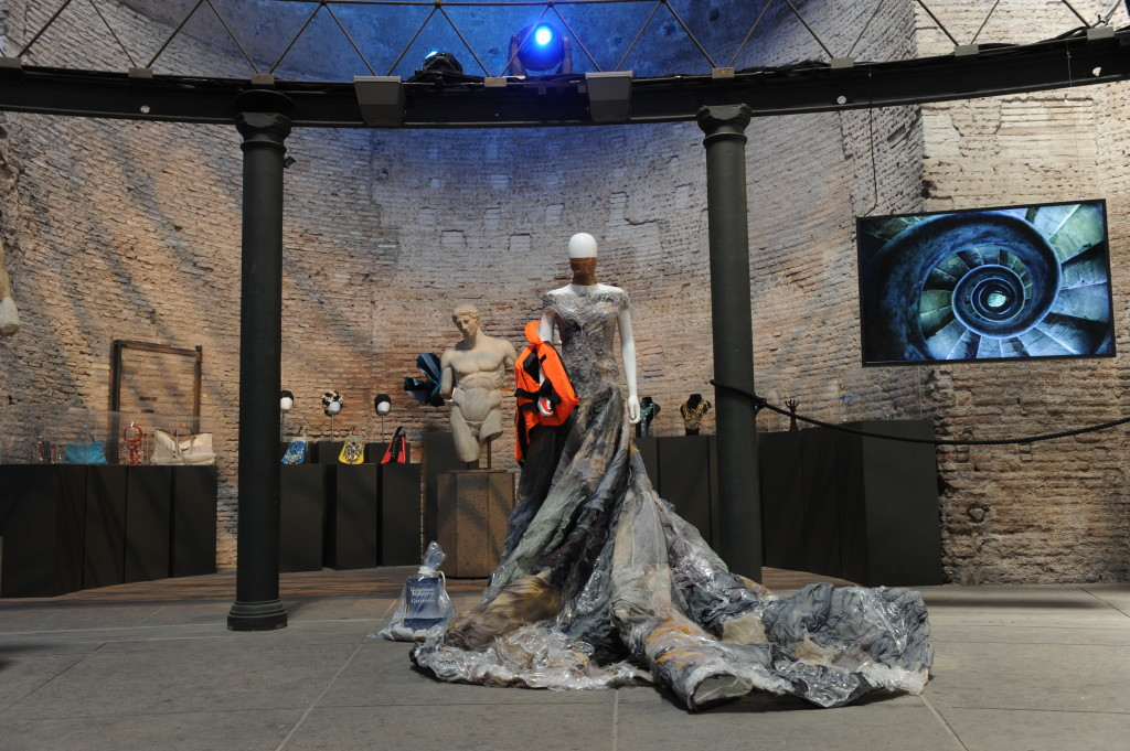 """. Guillermo Mariotto per Gattinoni - l'abito scultura """"Foco a 'mare"""" - Courtesy of Press Office."""