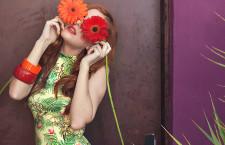 La moda è tropical: joie de vivre con fiori, alberi e palme per l'estate