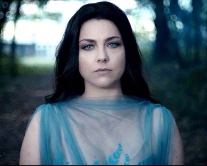 amy-lee-in-antonio-grimaldi-couture-1