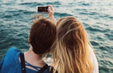 Come scattare il selfie perfetto: 4 consigli per un autoscatto da urlo!