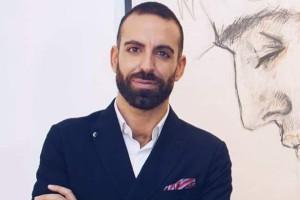 Nella foto, il maestro ritrattista Roberto Di Costanzo